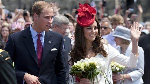 Vive le Prince William et Kate ! PC_110701_ez50a_kate-william-canada_8