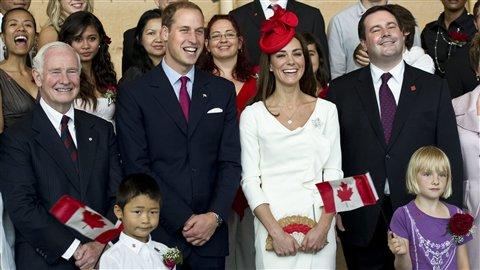Vive le Prince William et Kate ! PC_110701_fg4ut_canada-assermentation-couple_8