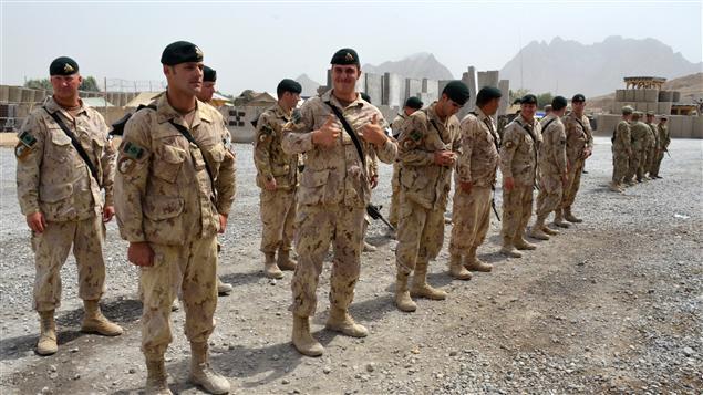 Soldats du Royal 22e lors d'une cérémonie en Afghanistan