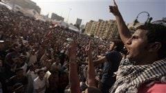 Des Égyptiens investissent à nouveau la place Tahrir.