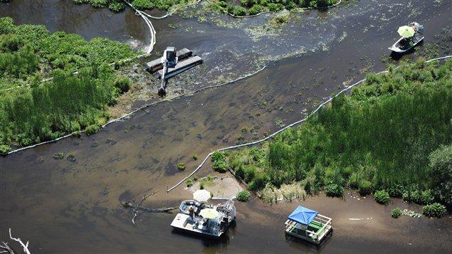 La rivière Kalamazoo, au Michigan, le 13 juillet 2011, après le déversement de pétrole