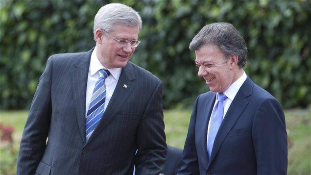 Le premier ministre Stephen Harper en compagnie du président colombien, Juan Manuel Santos