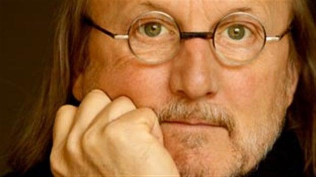 L'auteur-compositeur-interprète Jim Corcoran