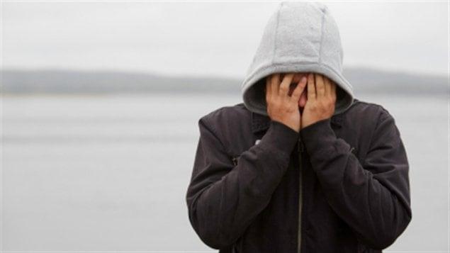 L'adolescence pose l'isolement la dépression