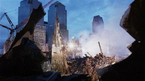 Le World Trade Center, deux semaines après les attaques.