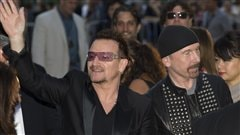 Bono et The Edge, avant la projection du film �From The Sky Down� de Davis Guggenheim