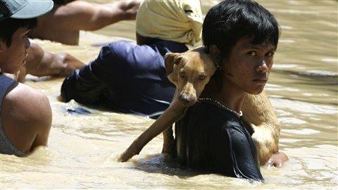 Saison des pluies  110930_3o29h_philippins-inondations_8