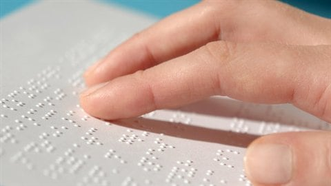 La lecture en braille, courtoisie de l'Institut Nazareth Louis-Braille