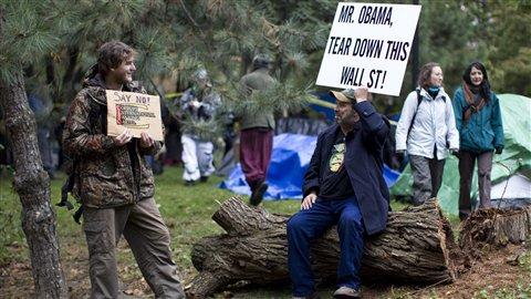 Des manifestants ont installé un campement au centre-ville de Toronto
