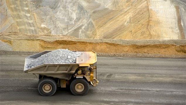 Un camion dans une mine de cuivre