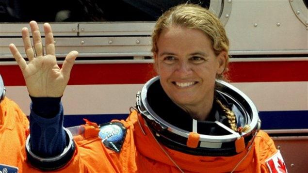 Julie Payette, en juillet 2009, avant son embarquement à bord de la navette Endeavour.