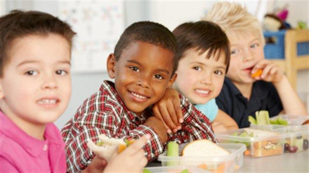Enfants à l'heure du lunch