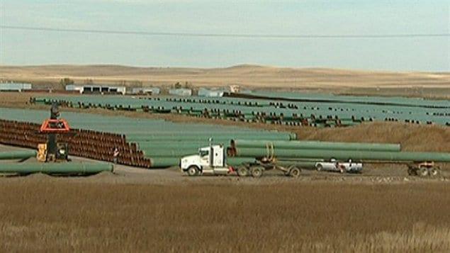 Des tuyaux du projet de pipeline Keystone XL de TransCanada empilés près de Gascoyne, au Dakota du Nord.