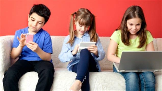 Des enfants adeptes de la technologie