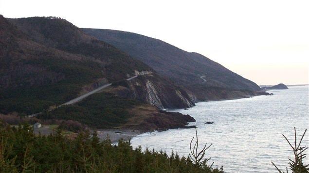 La route Cabot Trail dans le Parc national des Hautes-Terres du Cap Breton près de Chéticamp