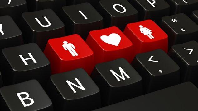 Chercher l'amour sur Internet peut réserver des surprises désagréables quand arnaques et autres fraudes s'y mêlent. « Déceler, déjouer et dénoncer les tentatives de fraude », c'est le message de la police ontarienne en ce mois de prévention de la fraude
