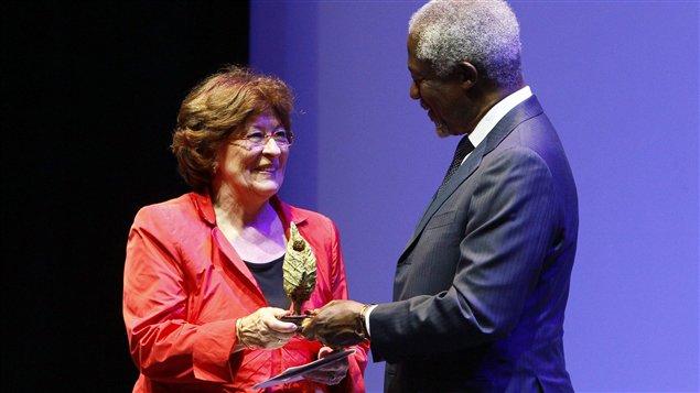 Louise Arbour a reçu son prix des mains de Kofi Annan
