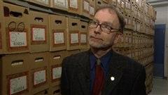 L'archiviste en chef de l'Université d'Ottawa, Michel Prévost