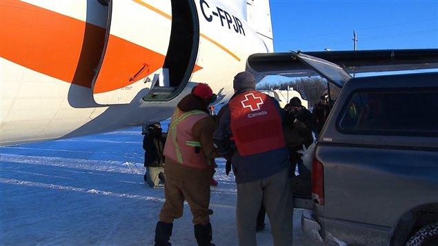 L'aide de la Croix-Rouge arrive à Attawapiskat.