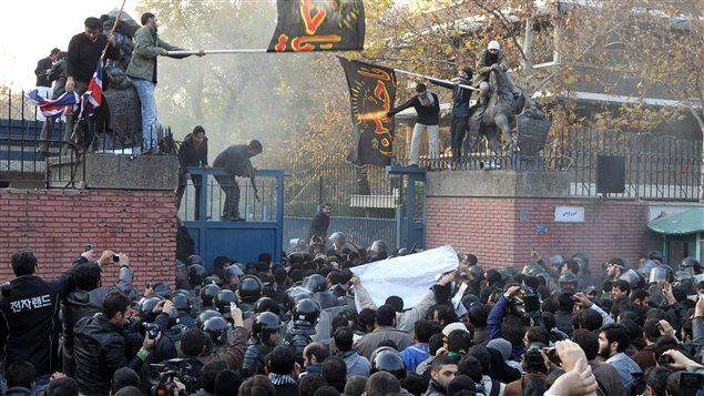 http://img.src.ca/2011/11/29/635x357/AFP_111129_b358e_attaque_ambassade_uk_iran_sn635.jpg