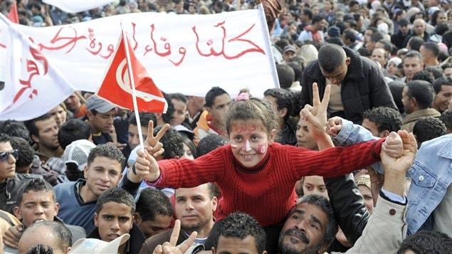 La foule compacte dans le centre de Sidi Bouzid