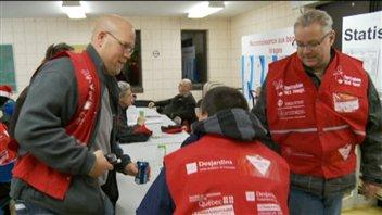 Des bénévoles de la campagne d'Opération Nez rouge