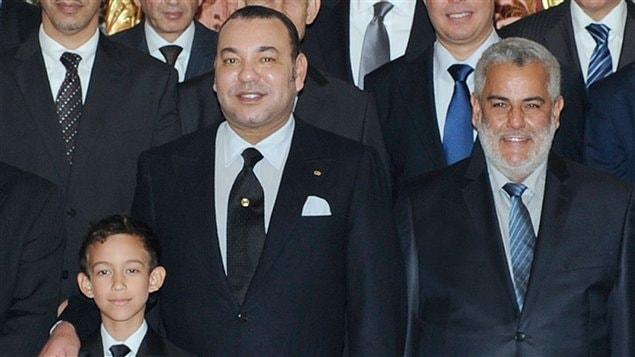ملك المغرب (يسار الصورة) مع رئيس الحكومة