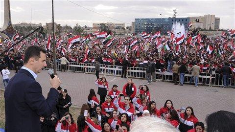 Le président syrien Bachar Al-Assad a pris la parole lors d'un rassemblement public, mercredi, à Damas. «Nous allons triompher sans aucun doute du complot», a-t-il déclaré lors de cette très rare apparition publique.