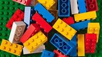 Retenu par la sécurité parce qu'il magasinait seul chez Lego
