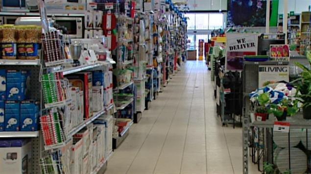 Une allée dans un magasin à rayons