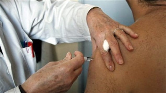 Vaccination d&#39;un homme
