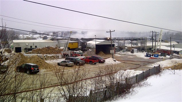 L'incendie à la scierie Eacom de Timmins, le 22 janvier dernier.