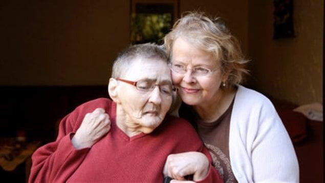 Une mère atteinte de la maladie d'Alzheimer et sa fille