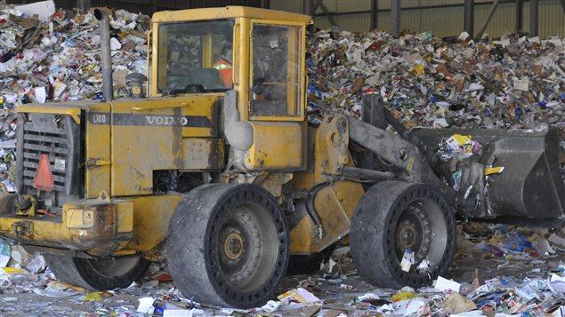 L'enfouissement des déchets et le recyclage coûtent cher aux villes