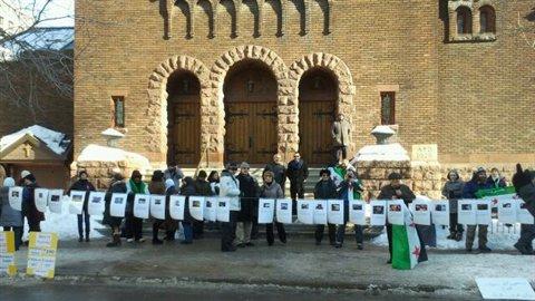 Manifestation devant l'ambassade syrienne