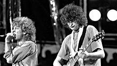 Robert Plant et Jimmy Page, du groupe Led Zeppelin, sur sc�ne en 1985 / � RUSTY KENNEDY / CP