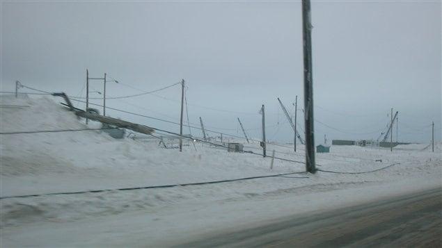 Le verglas a jeté au sol plusieurs poteaux d'Hydro-Québec