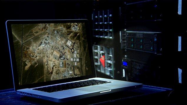 Une expérience de la cyberguerre lorsqu'un virus informatique a réussi à perturber les activités nucléaires iraniennes en juin 2010.