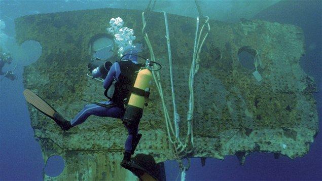 Un morceau de la coque du Titanic pesant 17 tonnes prélevé sur l'épave a été vendu à l'encan le 1er avril 2012.