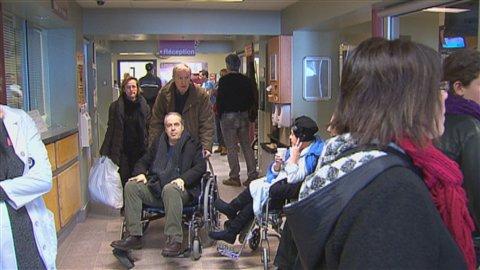 Les salles d'urgence sont bondées au Québec.