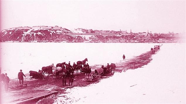 Source : Bibliothèque et Archives nationales du Québec | Le pont de glace entre Québec et Lévis