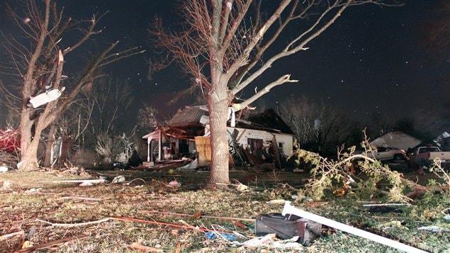 Le passage de ce qui semble avoir été une tornade a fait d'importants dommages à Harveyville, au Kansas.