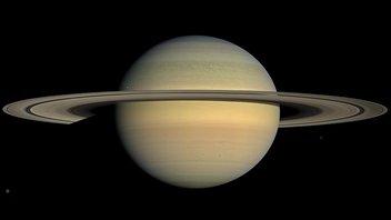 Cette image reconstituée en couleur est un assemblage de 30 photos prises par la sonde Cassini à une distance de 1,1 million de km.