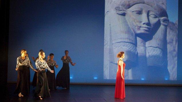Une scène du spectacle Songe d'une nuit d'Égypte de la compagnie Tarab