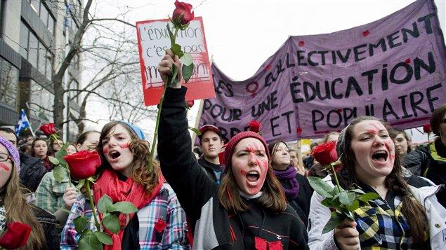 Manifestation étudiante au centre-ville de Montréal le 8 mars 2012