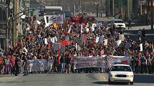 Manifestation familiale en appui au mouvement étudiant à Sherbrooke