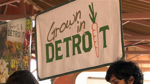 Un regroupement d'agriculteurs urbains de Détroit s'unissent pour faire connaître leurs produits.