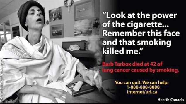 L'une des nouvelles mises en garde sur les paquets de cigarettes : Barb Tarbox, alors qu'elle mourait d'un cancer des poumons en 2003.