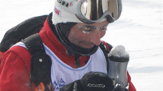 « Je n'ai jamais eu aussi froid de ma vie », a dit ce participant italien à mi-parcours. Vraiment extrême...