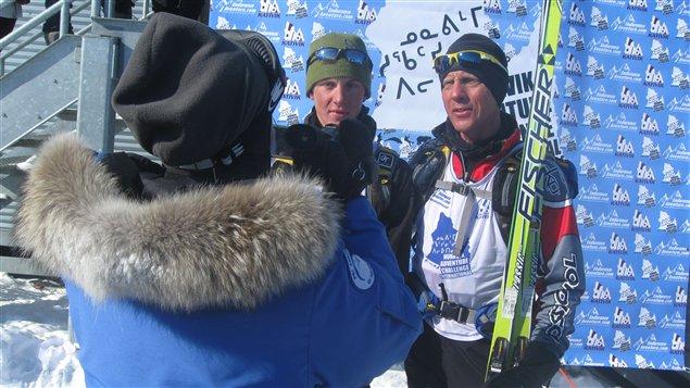 Les Américains Mike et Kris Kloser ont dû se rendre à l'évidence : les Québécois étaient trop forts en ski... et trop forts pour contrer le vent polaire!